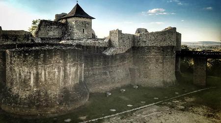 Cetatea de Scaun a Moldovei Suceava Cover blog B2B