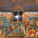 12 Voronet intrare biserica zoom